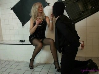 Flawless Boss Nylon Lady And Her Slaves Education